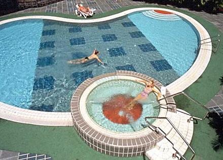 Singapore-Changi-airport-pool