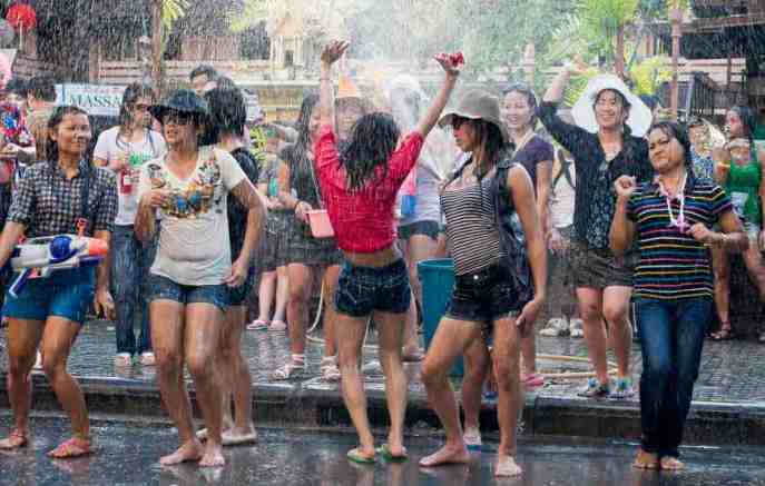 Thailand-Water-Festival-People-Celebrating-Songkran-The-Streets