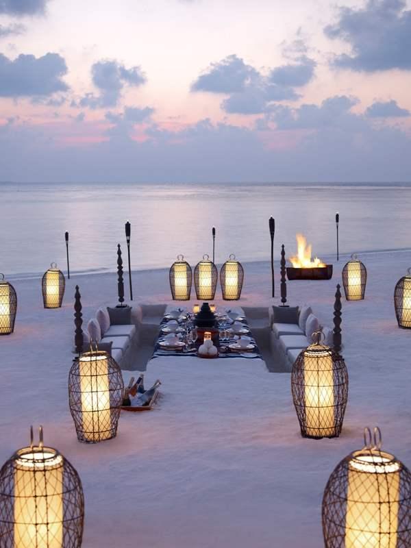 Dusit-Thani-Maldives-beach-pit-dining